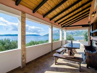 Villa Sea Edge - Three Bedroom Villa with Sea View and Private Beach