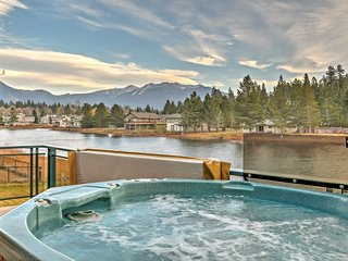 4BR Lakefront Lodge w/Hot Tub - 6 Miles to Skiing!