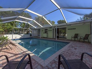 2BR, 2BA Wilton Manors House on Middle River – Near Downtown Ft. Lauderdale, Fort Lauderdale