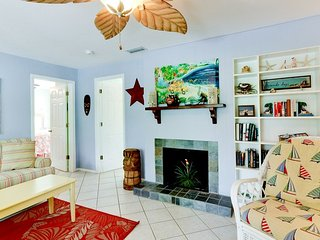 21 Palms - A: Cute Island Duplex Just 3 Blocks From The Beach!