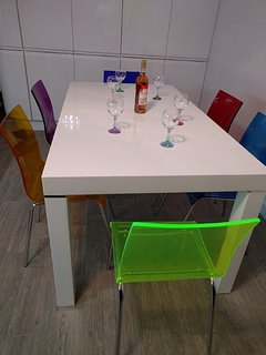 Dining table has space for 6 people