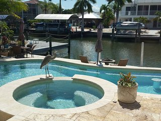 Cozy three bedroom two bath island cottage loaded with upgrades and amenities!, Fort Myers Beach