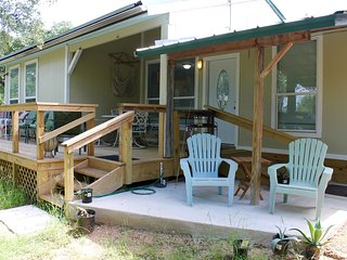 Deer Creek Cottage on 6 Acres Near Venues, Wineries, Hamilton Pool, and Zoo!, Dripping Springs