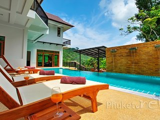Spacious 8-Bed Sea View Villa in Patong