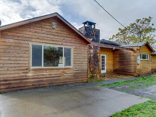 Peaceful, dog-friendly ranch home in quiet location near Chetco River!