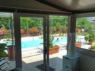 Privacy e relax. Casa recintata, con alte siepi, piscina e ampio giardino.