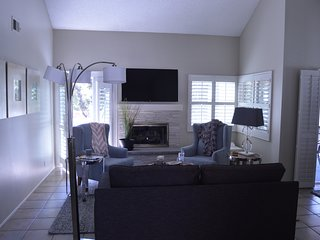 Spacious and Luxurious Condo - 2 Bedroom/2 Bathroom, Bonita