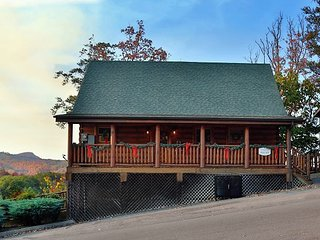 Rustic Cabin With Majestic Mtn. Views, Deck, Game Room, Jacuzzi, Amenities, Sevierville