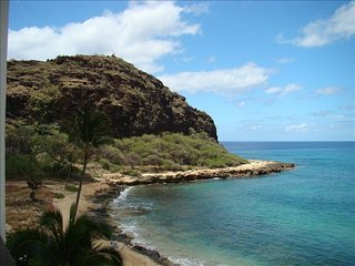 Hawaiian Princess at Makaha - Scenic, Secluded, Relaxing Beachfront 1BR/1BaCondo, Waianae