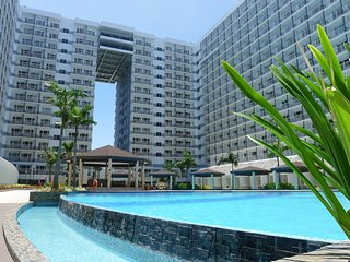 Ultra-Modern 1BR Condo Near Mall of Asia includes Aircon, Broadband + Cable