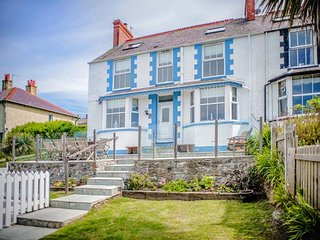 BRYN TEG, hot tub, WiFi, woodburner & fire, sea views, moments from the beach, p