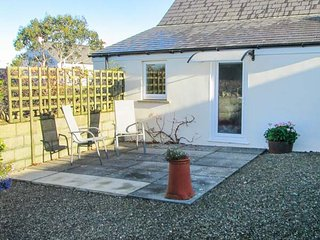 TY GWENNOL BACH, pet friendly, with a garden in Dinas Cross, Ref 3930