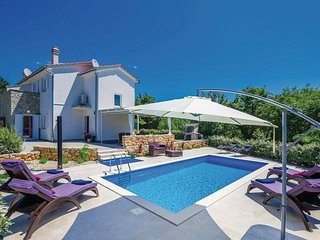 10801 Familien ferienhaus mit Pool