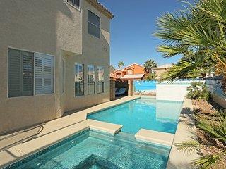 5 Bedroom Pool & Spa Home 15min from Vegas Strip