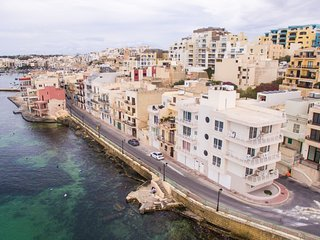 New - Sea Front Apartment| Views - Wifi - Sleeps 5, Marsaskala