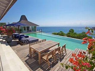 Maginificent Four Bedroom Waterfront Villa, Nusa Lembongan
