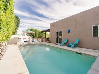 3BR, 2BA Palm Springs Home Close to Downtown – Starlit Pool & Fire Pit
