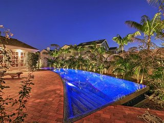 Surf's Up! 4BR, 4.5BA Upscale Newport Beach House w/ Pool and Roof Deck