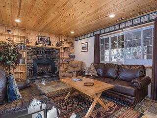 4BR, 2BA South Lake Tahoe Home with Large Yard – Pet-Friendly, Near Heavenly