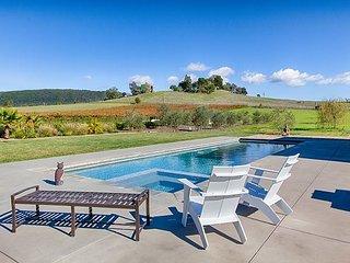4BR, 3BA Luxury Vineyard Sonoma Retreat - 10+ Acre Estate w/ Private Pool