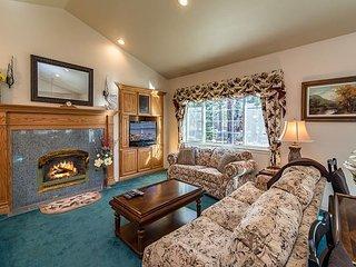 3BR, 2BA Family Mountain Home, S. Lake Tahoe – Near Skiing & Hiking