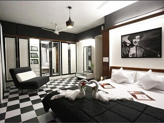 Bollywood Suite ( 2 Bedroom ) near Bandra Kurla Complex