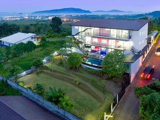 Private 8 bedrooms Villa Nap Dau Crown, Chalong