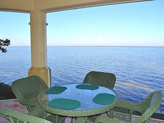 Northshore 977 ~bayfront townhome on the water with free beach tram & golf
