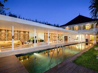 Stunning and Unique 4BR Villa in Seminyak, Batu Beling district