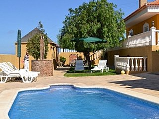 Beautiful Rural 4 Bedroom Villa. Stunning Views. Sleeps 10. Near El Medano.