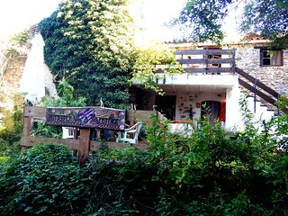 Pretty stone cottage, woodland view, garden & heated pool