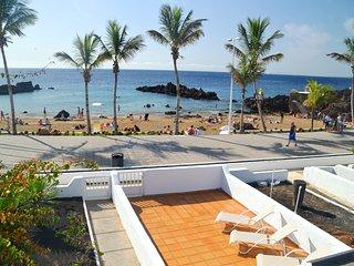 Chalet frente a la playa de 2 dormitorios / 2 baños en Playa Chica, Puerto del Carmen