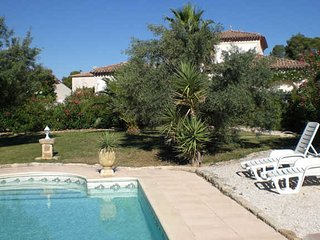 Villa with private pool South France on Golf course sleeps 8