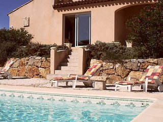 Villa with private pool South France on Golf course sleeps 8, Montblanc