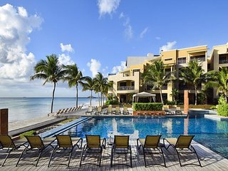 Exquisite 2 bedroom Penthouse Condo at El Faro -(R404)