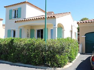 Holiday villa France on golf course with pool near beaches sleeps 6, Montblanc