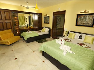 Embassy Room (4 people can stay in room ) Near Bandra kurla complex