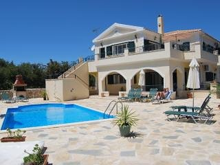 Luxury Holiday accomodation with Pool villa michelee