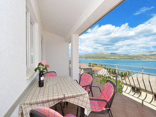ARBANIJA A2 apartment with sea view, very close to the beach & to TROGIR