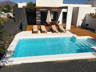 Villa Bellavista B4 with private heated pool, wifi, air conditioner, etc ..., Playa Blanca