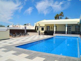 Villa de lujo de 4 dormitorios y 4 baños con piscina privada climatizada - 5x12m, Puerto Del Carmen