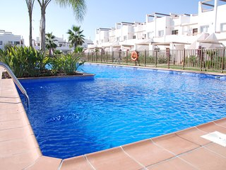 Beautiful apartment next to pool in a safe fun complex, Alhama de Murcia