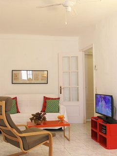 Living room, Double-Sofa, 2 TV Chairs, Flat-Screen-TV, Air conditioning+Central Heating