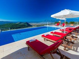 Villa Firefly: Contemporary villa set on tranquil hillside near Islamlar