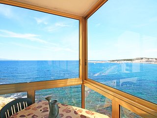 Penthouse in first sea line with pool and parking, L'Escala