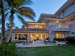 Elegant Beachfront Villa in the Impeccable Dorado Resort!