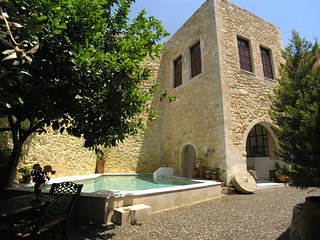 Venetian castle 15th Century, heated pool (owner Booking), Rethymnon