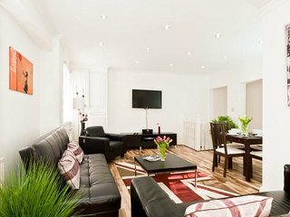 Marylebone, Marble Arch & Oxford Circus-2 bedroom apt, Free WiFi- by Club Living