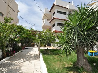 APARTMENT NEAR THE BEACH WITH GARDEN