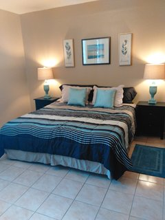 Second floor bedroom (king size bed)